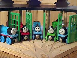 thomas wooden railway roundhouse and roundabout action turntable