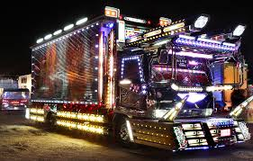 """Light trucks"""" in Japan can cost up to £100 000 to decorate 6"""