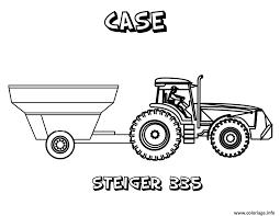 Fermier à La Ferme Et Conduire Un Tracteur Transportant Des Fruits