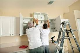 küchenschränke aufhängen anleitung in 3 schritten