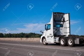 100 Aerodynamic Semi Truck Standard Big Rig Semi Truck For Local Transportation Of Industrial