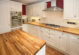 cuisine blanche plan travail bois plan de travail de cuisine 40 designs guide complet