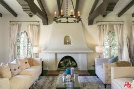 60 living rooms with chandelier lighting