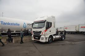 Metanoauto.com - Dal 2005 La Comunità Italiana Del Metano Per Auto ... Increased Productivity With Lng Trucks Scania Newsroom Latest Lowemissions Volvo Fm Truck Makes Uk Debut Gasrec Vos Zet In Bij Intertionaal Lumevvoer Transport G340 Boosted Range Gazeocom Trucks And Shell Announce Global Fuel Collaboration New Study Improves Uerstanding Of Natural Gas Vehicle Methane To Build A Network Refuelling Stations Starting Air Flow S 45ft Iso Tank Container Fueling Ups Switching Natural Gas Raise Efficiency Its Big Rigs