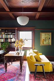 wohnzimmer in dunklen farben mit bild kaufen 12105054