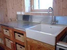 plaque de zinc pour cuisine plan de travail cuisine en zinc il ne reste plus que le lave