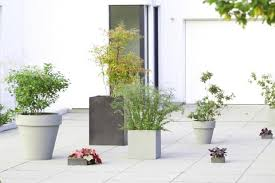 pflanzkübel blumenkübel aus beton glasfaser metall