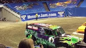 100 Shark Wreak Monster Truck MONSTER JAM Vancouver TRIPLE THREAT SERIES Review Toy Shopping