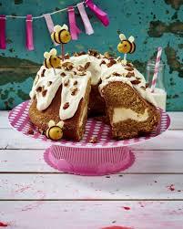 möhren cheesecake napfkuchen mit marzipanhummeln rezept