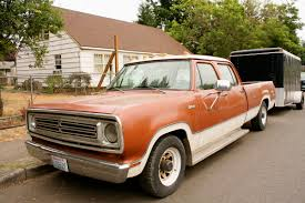 OLD PARKED CARS.: 1973 Dodge D200 Crew Cab Custom.