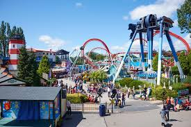 Halloween Theme Park Uk by Mum Claims Theme Park Staff Left Her Daughter 9 In Tears After
