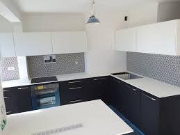 cours de cuisine bouches du rhone réalisation d une cuisine en noir et blanc crédence très graphique
