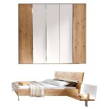 thielemeyer loft schlafzimmer ausführung eiche komfort liegenbett mit holzkopfteil in massivholz drehtürenschrank mit colorglastüren in weiß mittig