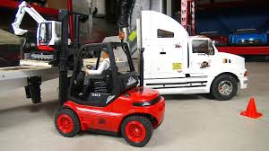 RC ADVENTURES - Center Loading A Trailer - 1/14th CARSON-MODEL SPORT ... Forklift Gabelstapler Linde H35t H35 T H 35t 393 2006 For Sale Used Diesel Forklift Linde H70d02 E1x353n00291 Fuchiyama Coltd Reach Forklift Trucks Reset Productivity Benchmarks Maintenance Repair From Material Handling H20 Exterior And Interior In 3d Youtube Hire Series 394 H40h50 Engine Forklift Spare Parts Catalog R16 Reach Electric Truck H50 D Amazing Rc Model At Work Scale 116 Electric Truck E20 E35 R Fork Lift Truck 2014 Parts Manual