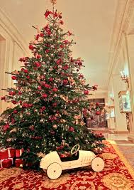 Christmas Tree Recycling Nyc 2016 by Countdown To Christmas Creative Holiday Displays At Hotels