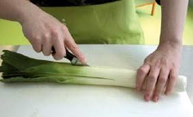 comment cuisiner du poireau vidéo comment préparer le poireau interfel les fruits et