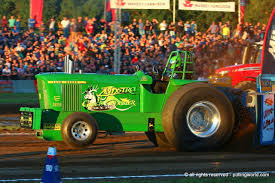 Tractor Pulling News - Pullingworld.com: Green Gangster Deere Goes ... Grain Hollars Mafia 4wd Tractor Pull Pinterest Pulling Adult Safety Green Tshirt Outlaw Truck Pulling Bangshiftcom And Associations Thunder News Pullingworldcom New Light Super Stock Orange Gangster Deere Goes Record Crowd Seen For In The Ville And Ep 1618 4 Wheel Drive Diesel Tomahwi My Life Style Wikipedia