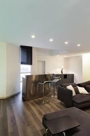architektur große dachboden wohnzimmer mit bar