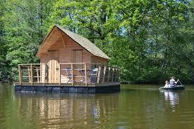 chalet sur l eau domaine des vaulx cabane sur l eau hébergements guide