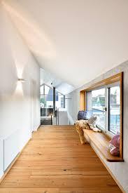 flur mit sitzfenster contemporary hallway landing