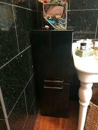 badezimmerschrank schwarz weiß
