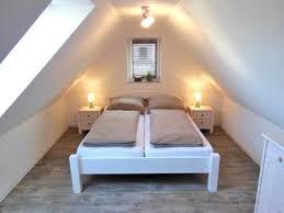 gemütliches schlafzimmer im spitzboden spitzboden
