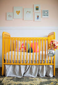 5 examples of great crib bedding for colored cribs – NewMomDesigns
