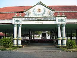 Selain Itu Masih Ada Bangunan Lain Di Kraton Yogyakarta Seperti Pracimosono Roto Wijayan Taman Sari Kadipaten Dan Banyak Lagi Wisatawan