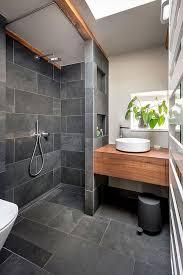 badezimmer schwarz grau schiefer holz conscious design