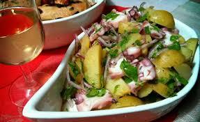 cuisiner poulpe frais salade de poulpe pommes de terre et oignons rouges la cuisine