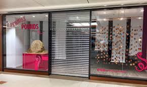Empty Shop Window Displays Movable Sand Sculptures