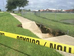 Sinkholes Alachua County Fl by Sinkhole Opens In Front Of Liberty Middle