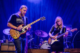 100 Derek Trucks Wife Digging Through The Bins Tedeschi Truck Bands Family Affair The