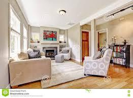 kleines dennoch nettes und gemütliches wohnzimmer mit kamin