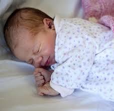 ein arzt rät so schlafen kinder trotz hitze entspannt ein