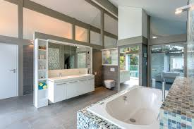 wohlfühl badezimmer mit blick die waschamatur flies