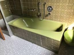 grün retro badezimmer ausstattung und möbel in