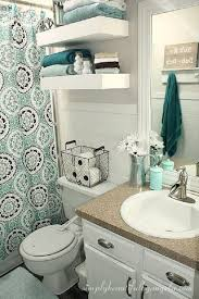apartment bathroom ideas make use of the small space