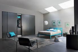 schlafzimmer mit türksen details bett schrank kom