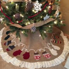 Burlap Tree Skirt With Pretty Pattern And White Edging For Christmas Decoration Ieas