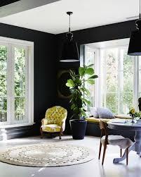 schwarze wandfarbe bringt charme und dramatik ins innendesign