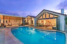 100 The Beach House Gold Coast Deep Waterfront Home On The Hits The Market