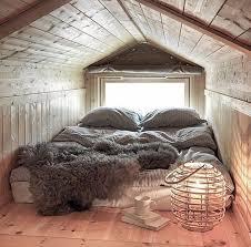 een kleine slaapkamer op zolder attic slaapkamer cabin
