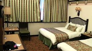 chambre standard sequoia lodge disney s sequoia lodge hotel room