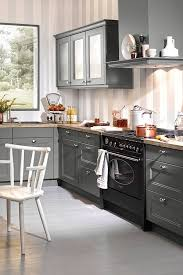 graue küche im landhausstil grey farmhouse kitchen küche
