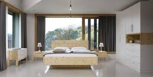 zirbenholzbett aus original alpenzirbe vischer perfekt