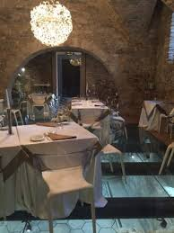 La Locanda Del Cardinale Contemporary Dining Room With Glass Floor Revealing Ancient Ruins Below