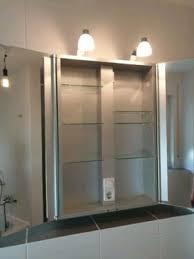 spiegelschrank hängend mit beleuchtung