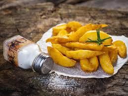 cuisiner la pomme de terre pommes de terre grillées au romarin et à l ail une recette soscuisine
