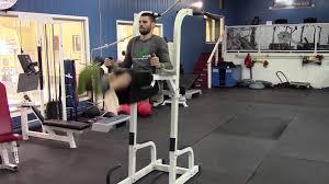 chaise romaine fitness doctor tower pro leg raise on chair glued toes élévation des jambes sur